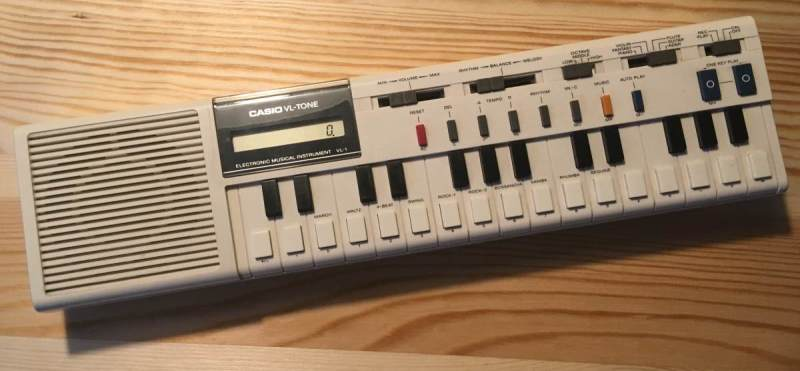 Foto eines Synthesizers Casio-VL-1 (VL-Tone)